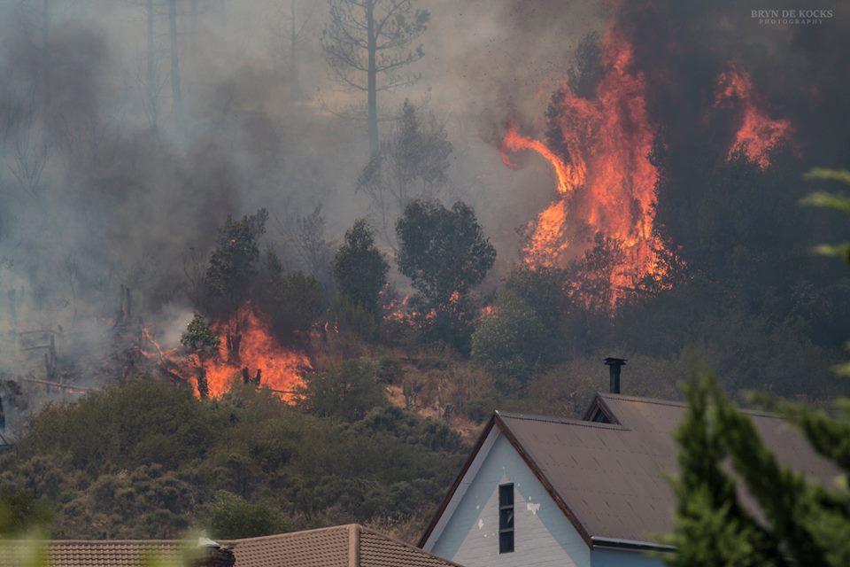 Huizen aan rand Somerset West bedreigd door brand
